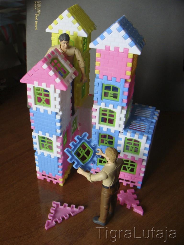 Ося и Киса построили замок